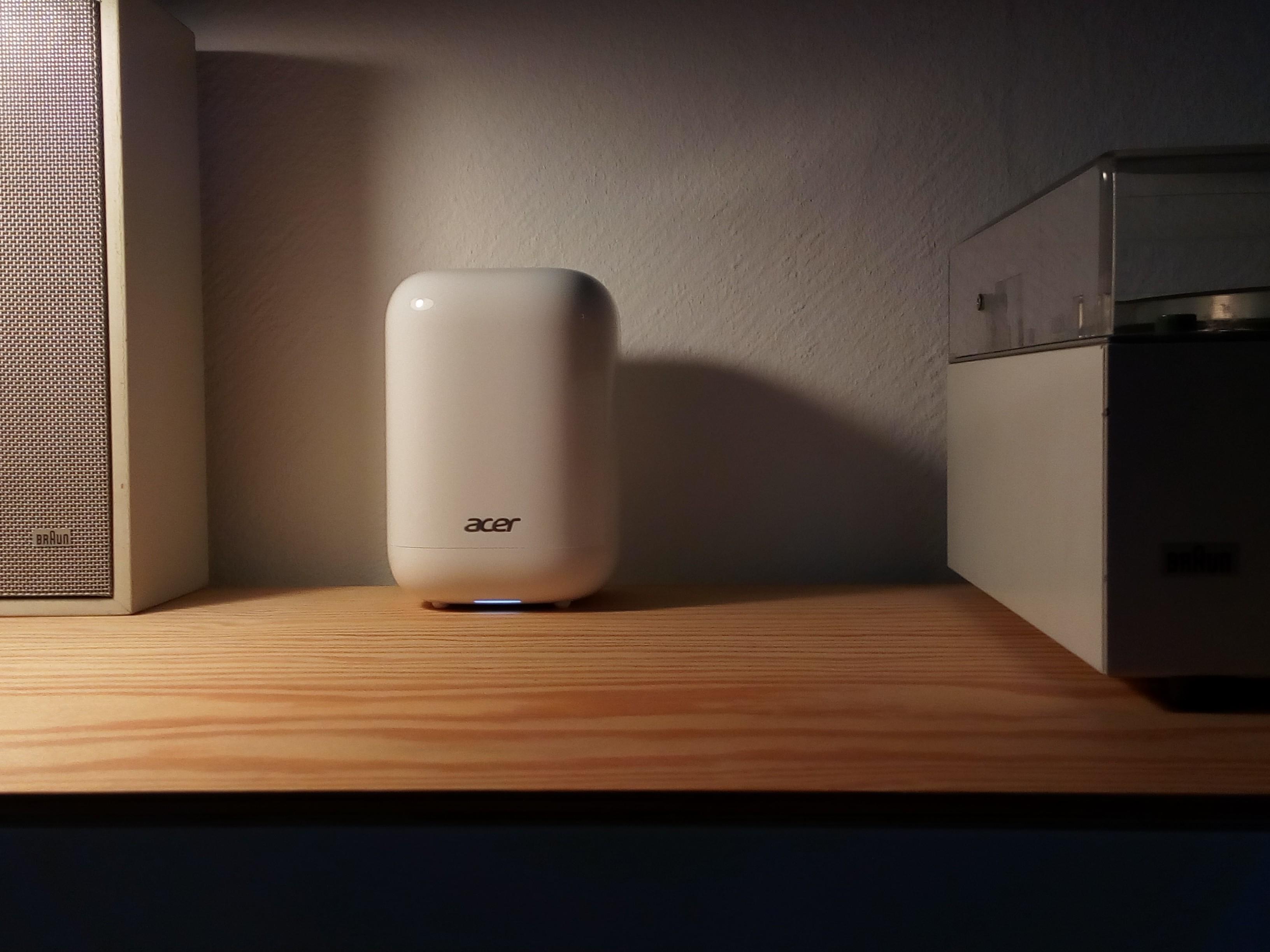 Acer Revo One neben der HiFi-Anlage