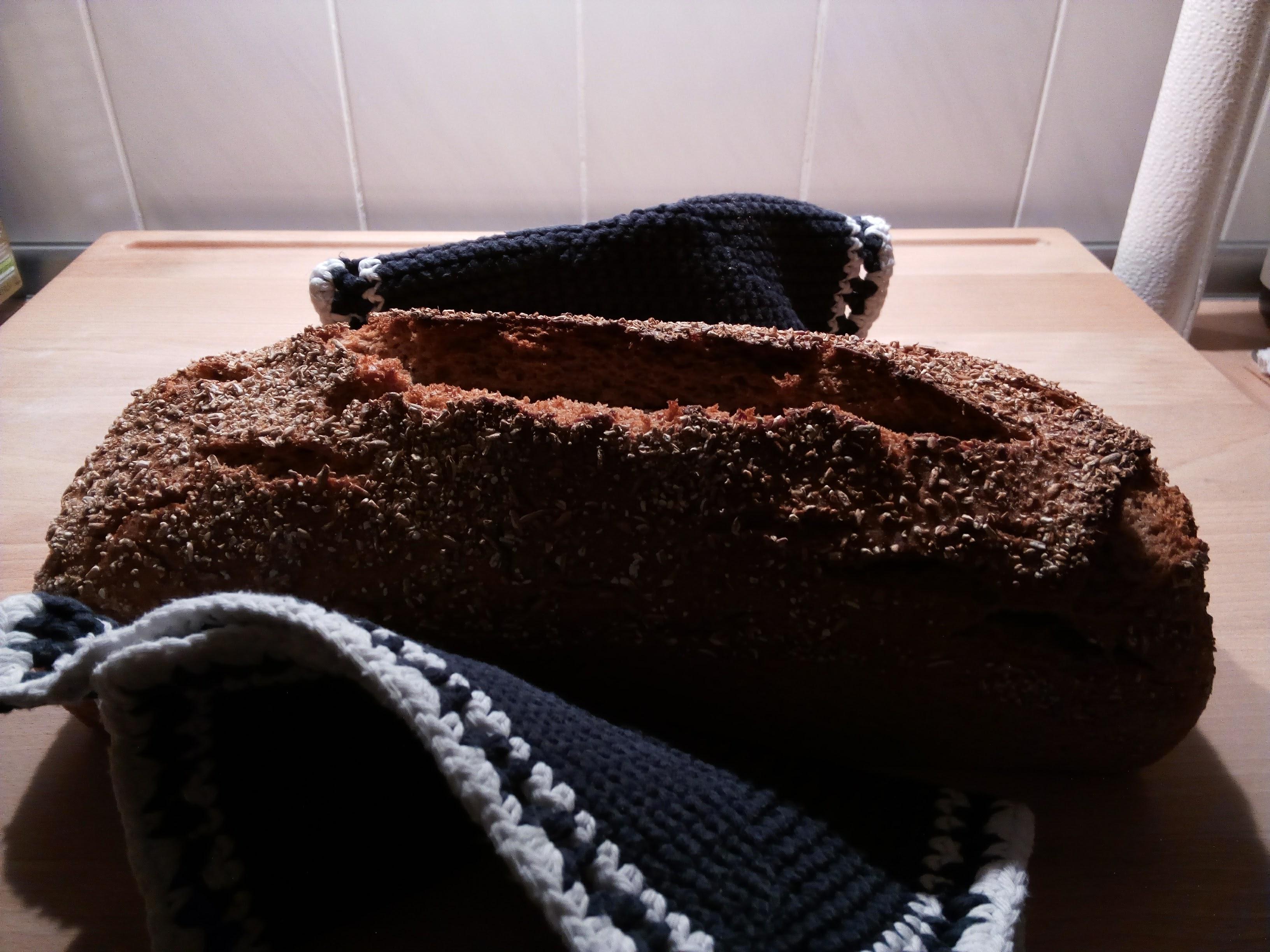 kosmokowski: Selbst gebackenes Brot aus Sauerteig